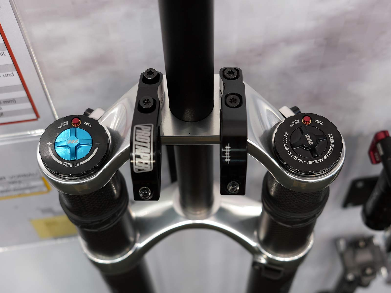 closeup of compression adjustment controls on manitou dorado pro 2022 model