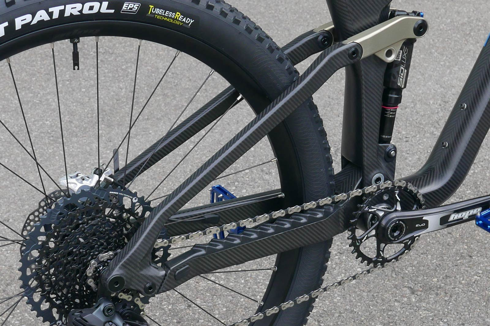 pyga mobu 439mm chainstatys full carbon mountain bike made in south africa