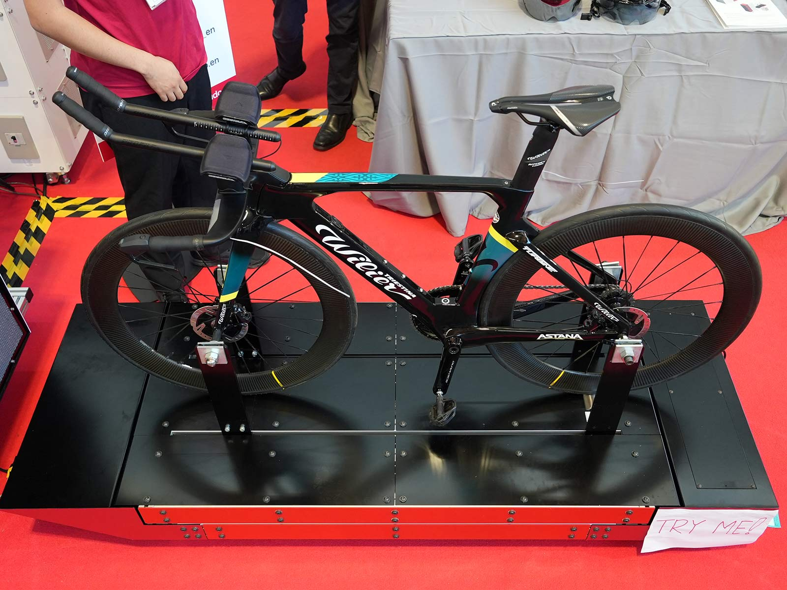 bicycle on a strain gauge platform for measuring aerodynamic drag in the portable aero optim wind tunnel