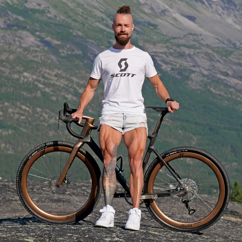 custom Scott Addict Gravel Tuned Dangerholm edition lightweight carbon prototype gravel bike project,Gustav Gullholm