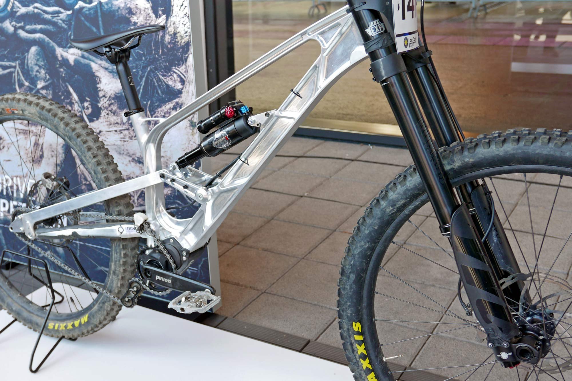 Gamux CNC 197 Gearbox DH, prototype Pinion gearbox downhill bike, angled front