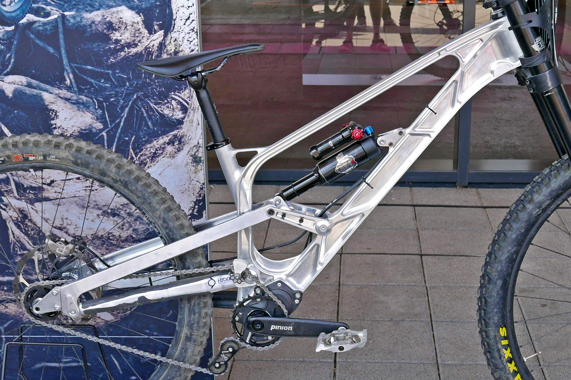 Gamux CNC 197 Gearbox DH, prototype Pinion gearbox downhill bike, frame detail