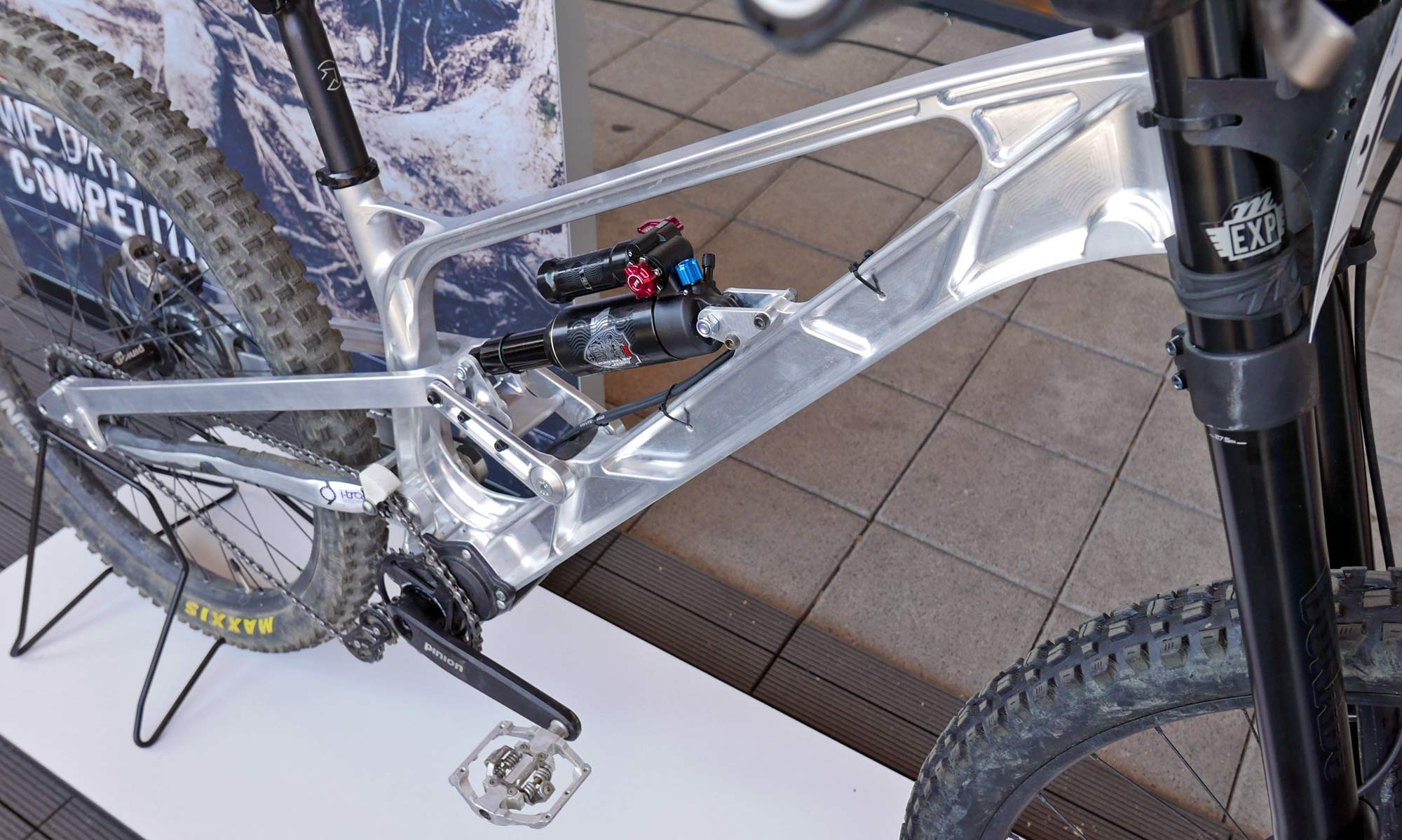 Gamux CNC 197 Gearbox DH, prototype Pinion gearbox downhill bike, front end