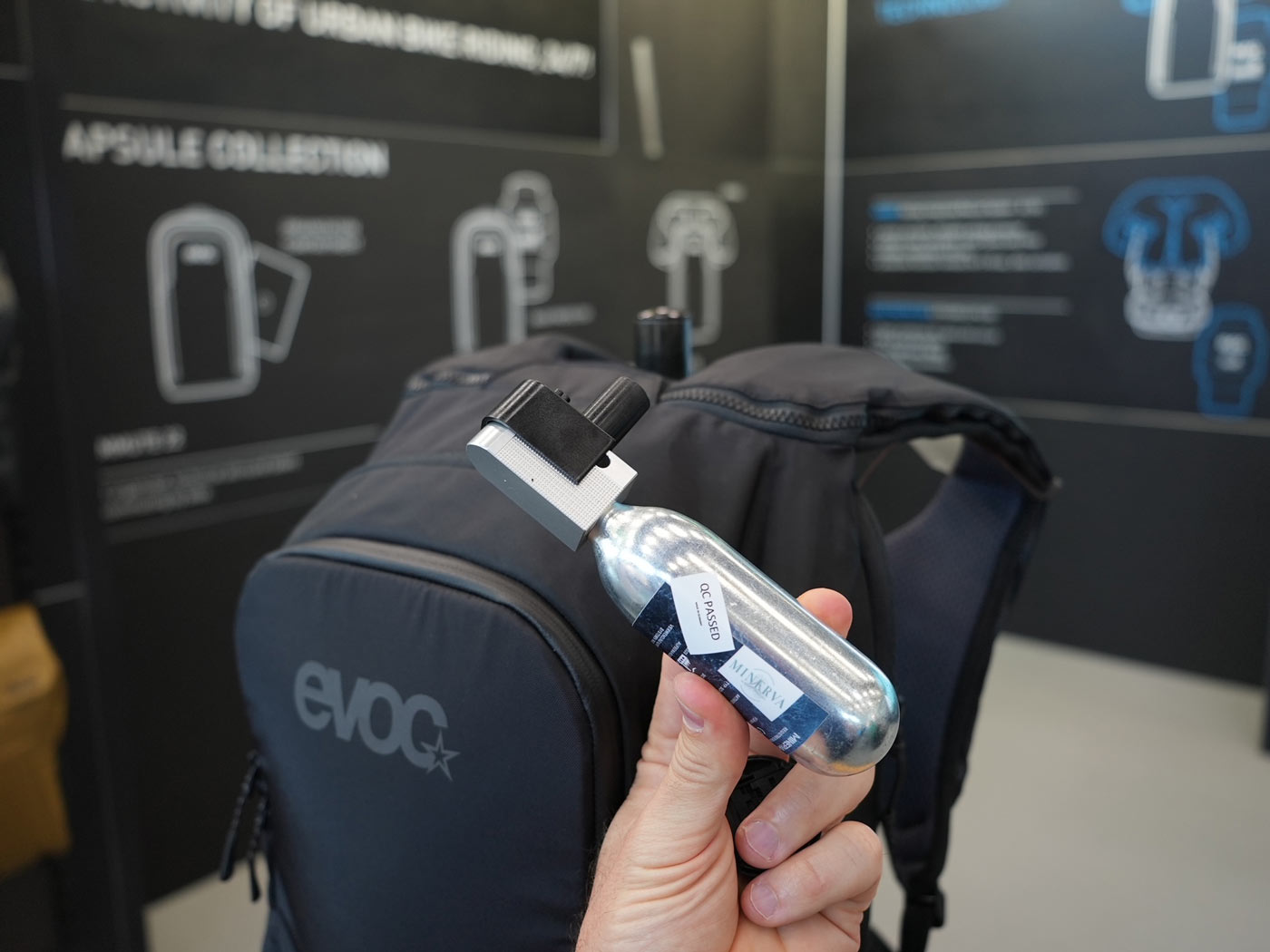evoc commute air pro pack gas canister inflator
