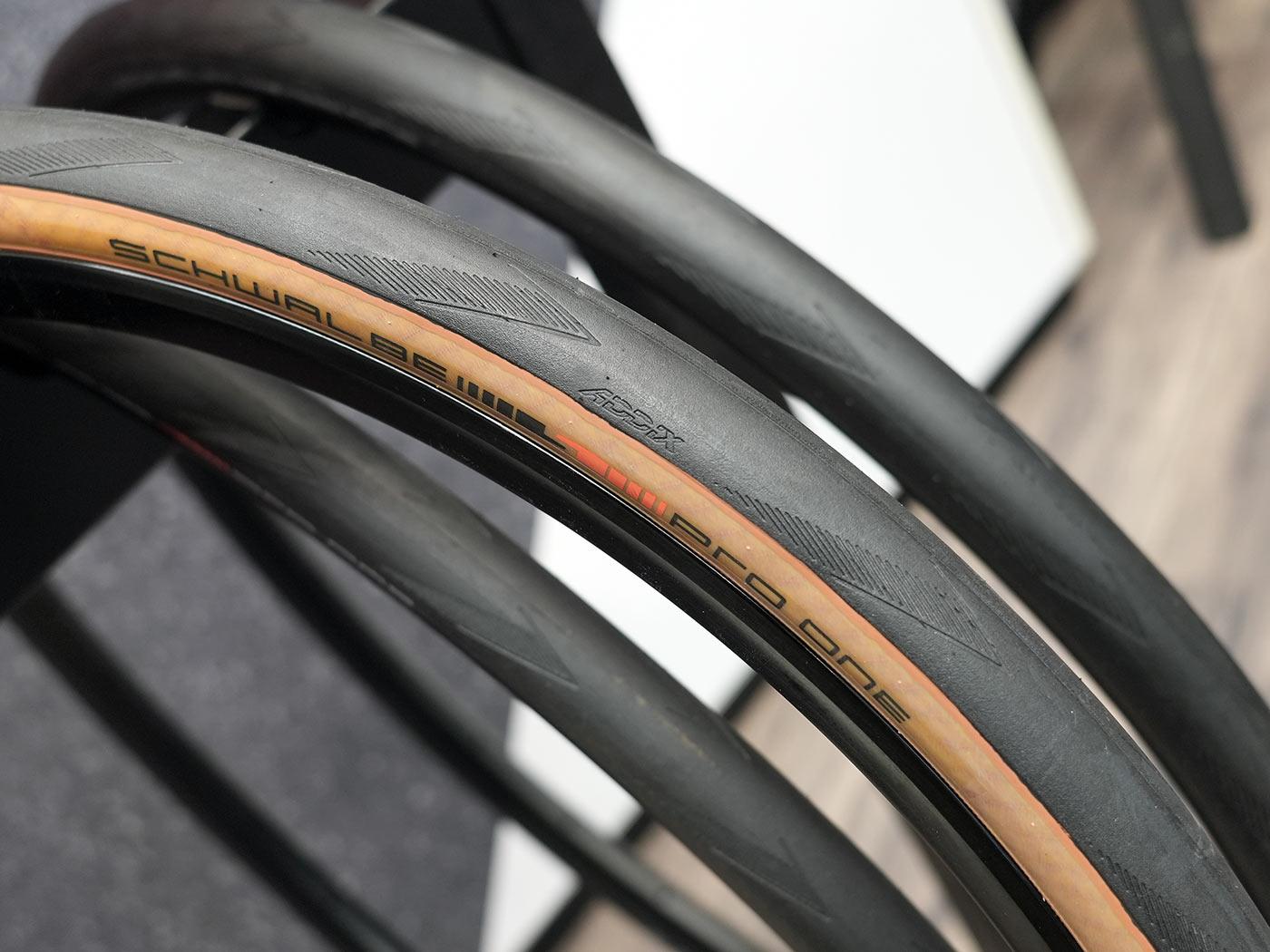 new 700x32 schwalbe pro one tube type road bike tire