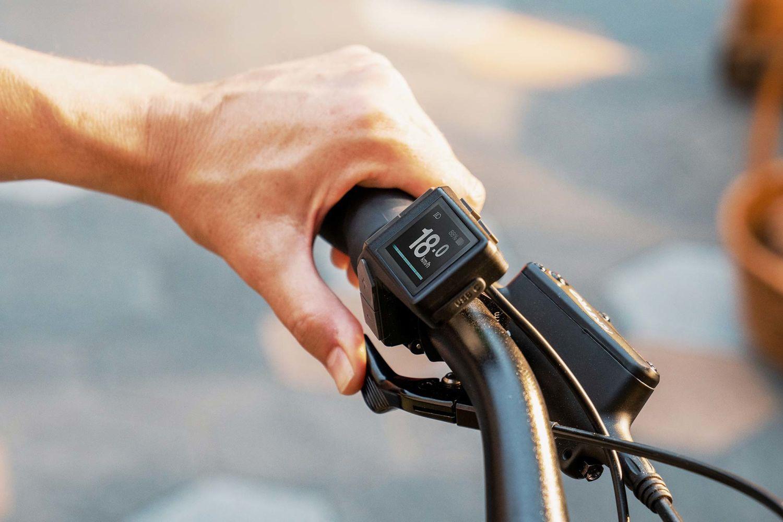 momentum e-bike rider controls