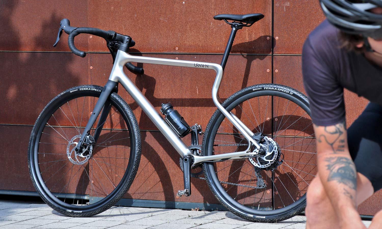 Urwahn Waldwiesel 3D-printed steel gravel bike no seattube, plus Waldwiesel.E hidden e-bike option