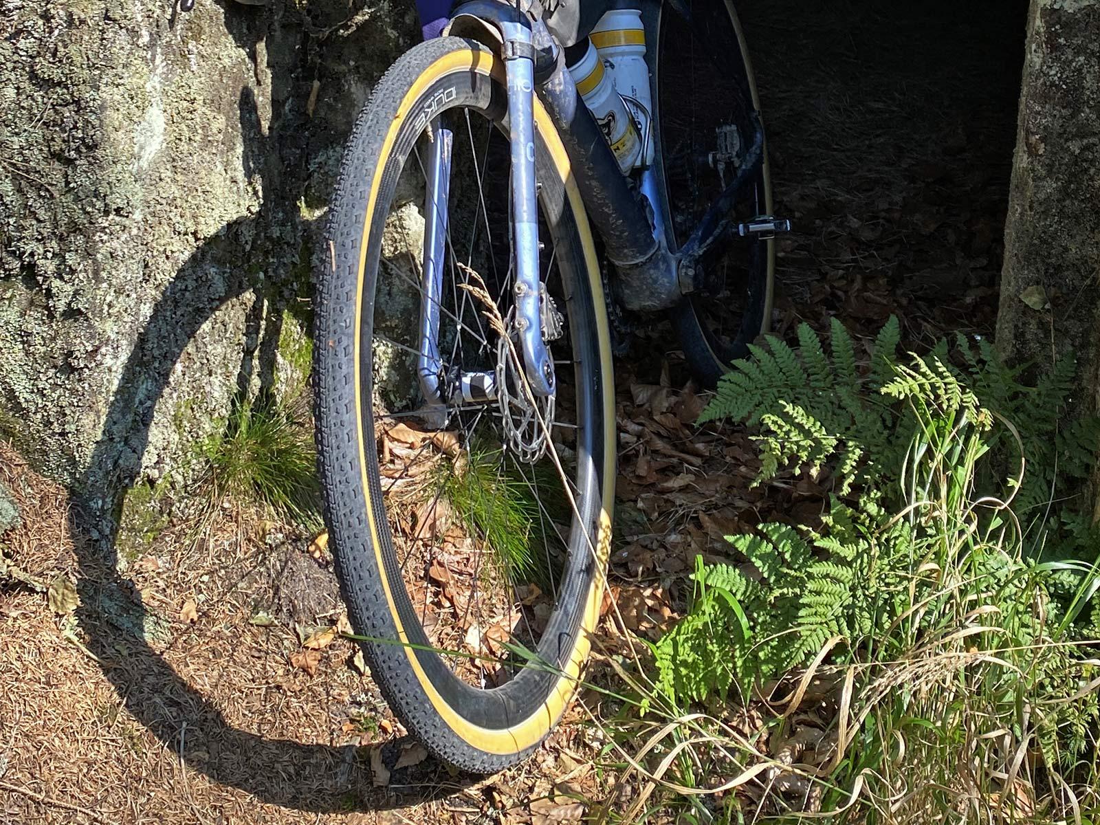 Challenge Getaway gravel bike tires, handmade tubeless tubular H-TLTU, riding