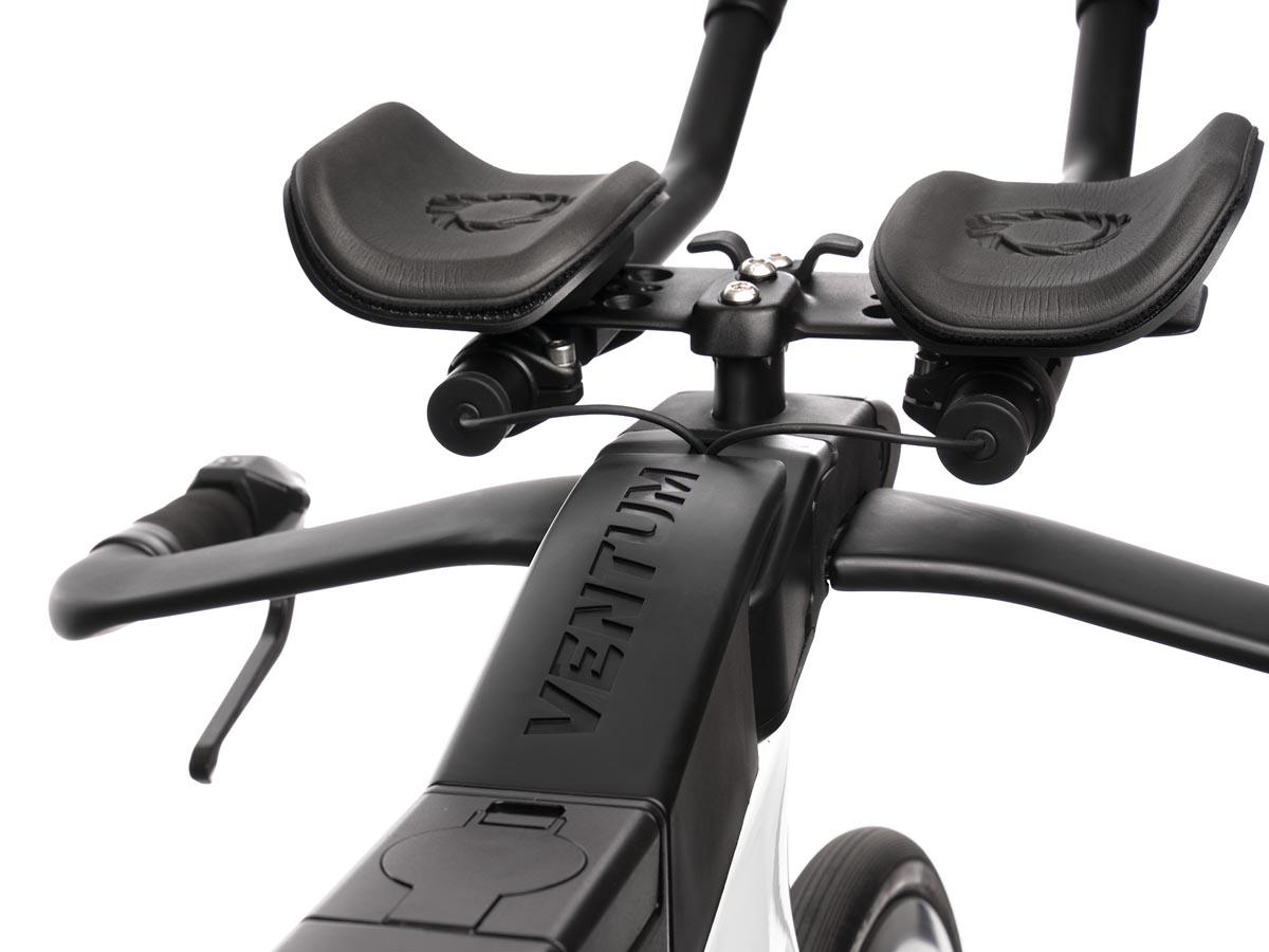 Ventum One triathlon super bike cockpit