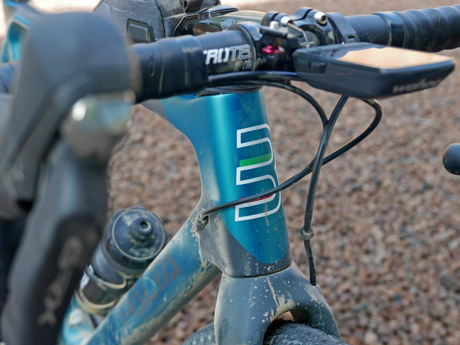 Basso Palta fast carbon gravel road bike - review: road-inspired fast, stiff, made-in-Italy, headtube