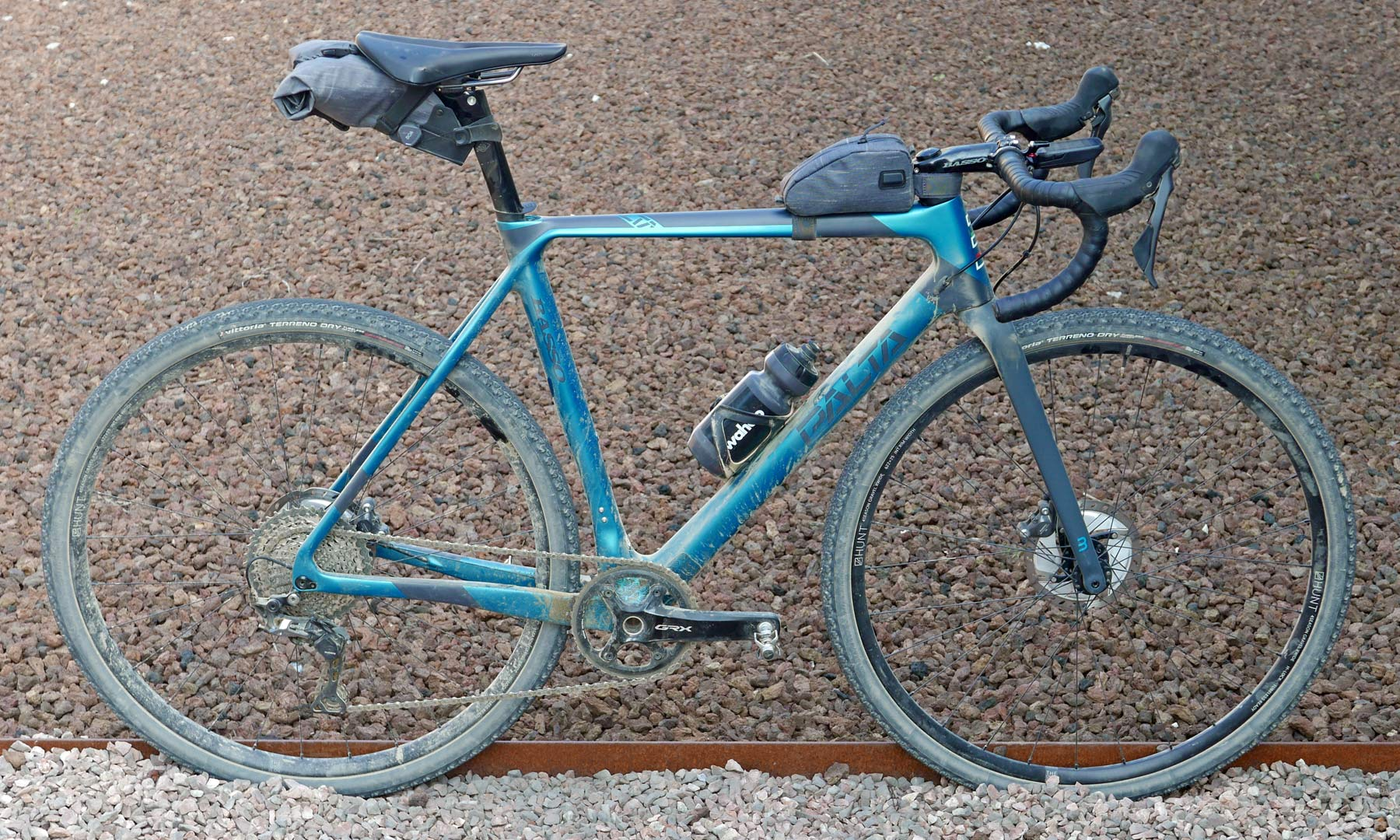 Basso Palta fast carbon gravel road bike - review: road-inspired fast, stiff, made-in-Italy, complete