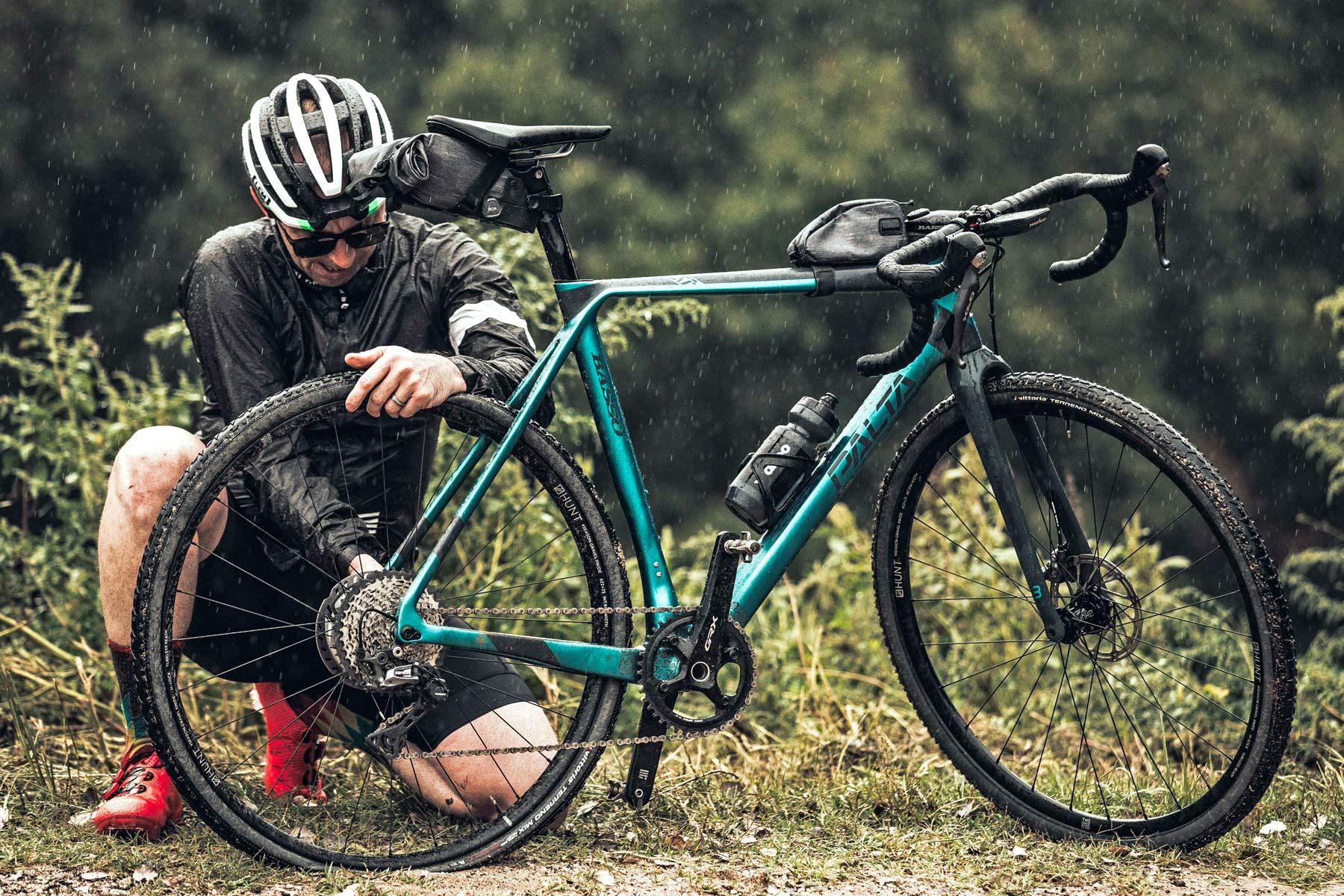 Basso Palta fast carbon gravel road bike - review: road-inspired fast, stiff, made-in-Italy, photo by Javi Echevarria Ruiz, rain