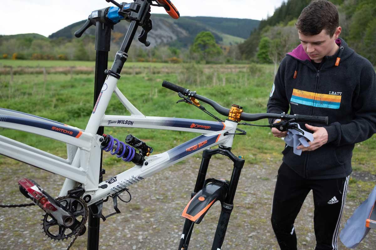 orange switch 6 team factory racing spec tom wilson ews bike