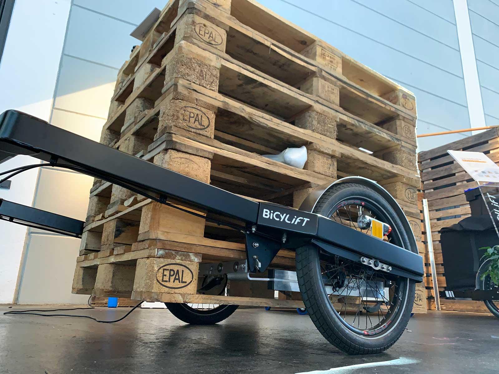 Fleximodal přívěs na kola s paletovým přívěsem