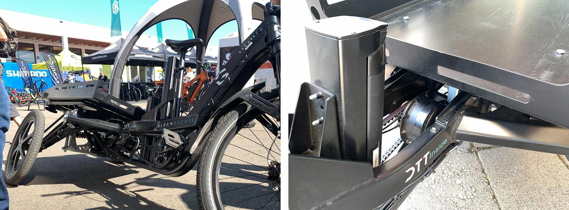 lesklý nákladový trik s kloubovým zadním odpružením pro naklonění kol do zatáčky