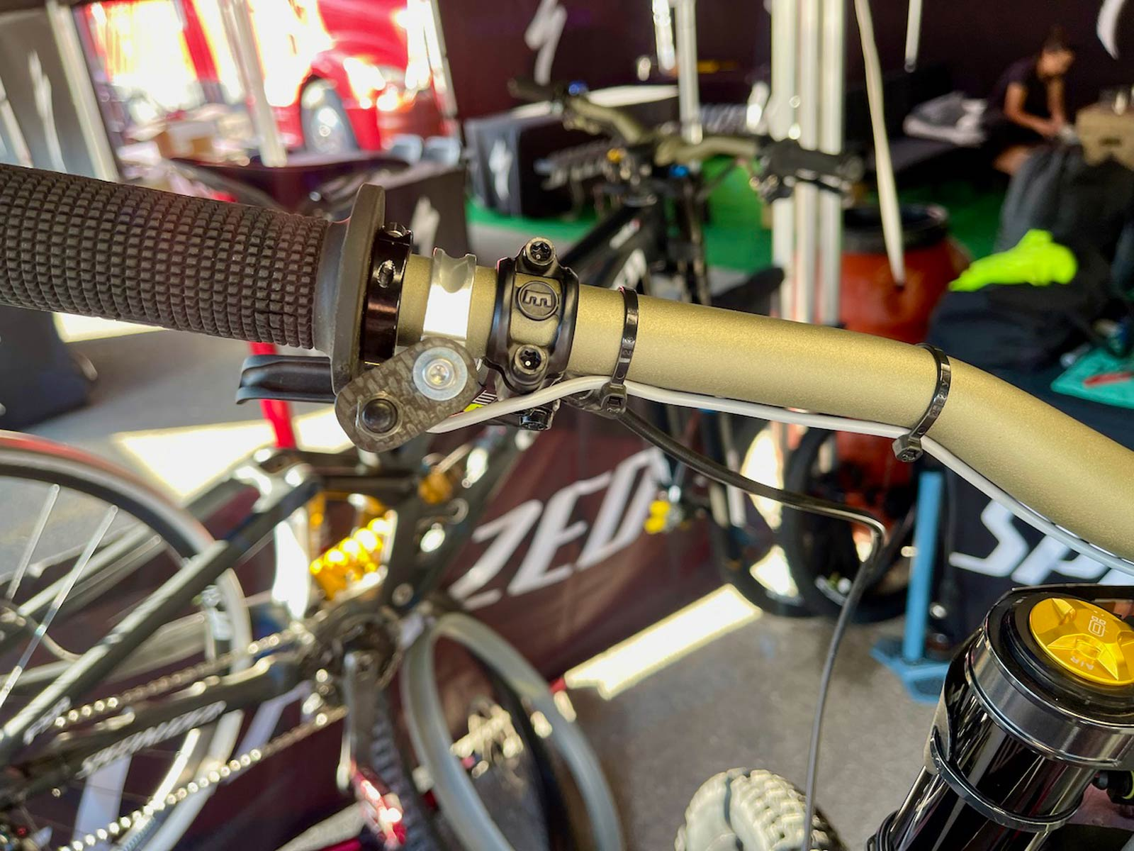 loic bruni specialized demo ohlins suspension switch remote