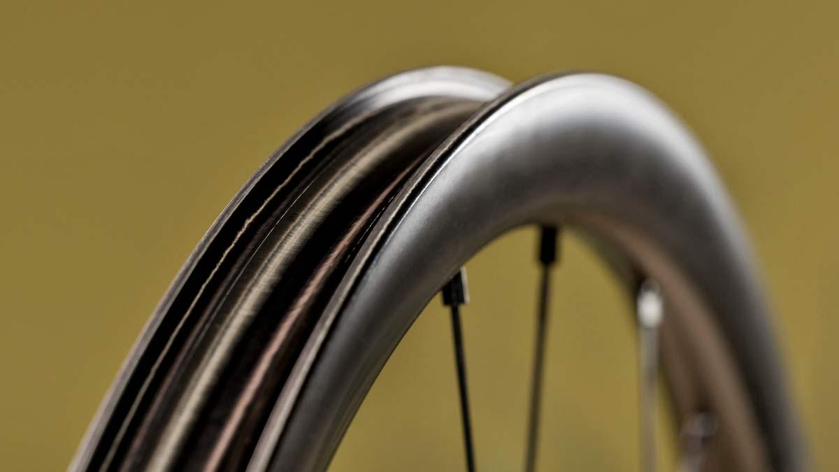 Fulcrum Rapid Red Carbon lightweight asymmetric tubeless gravel bike wheels,mini-hooked rim