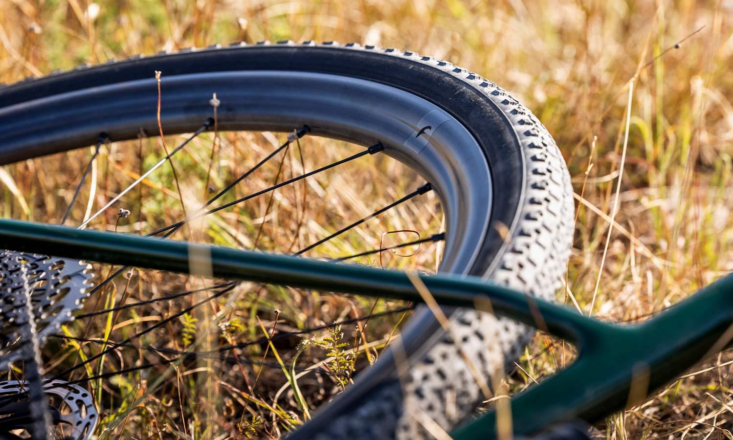 Fulcrum Rapid Red Carbon lightweight asymmetric tubeless gravel bike wheels,detail