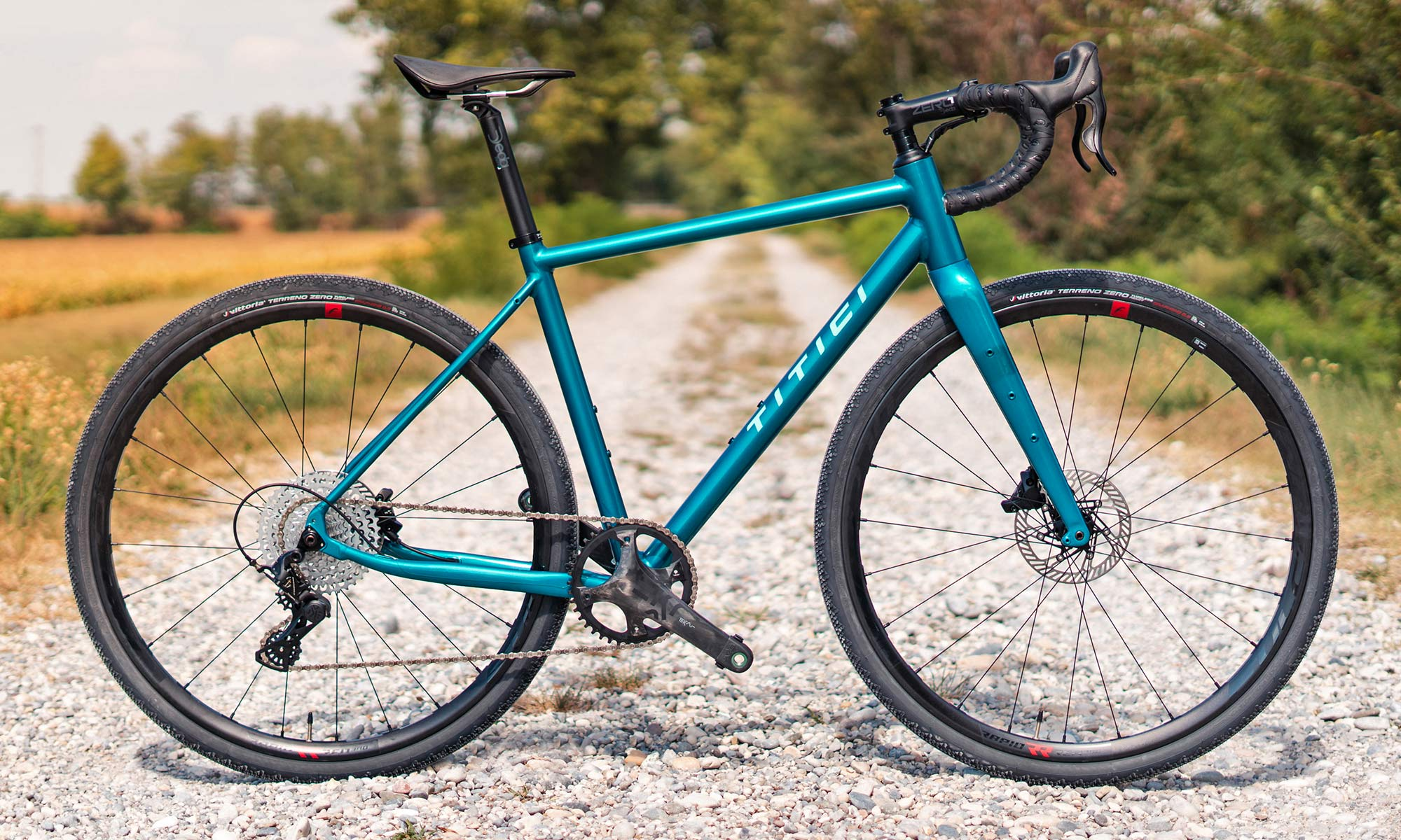 Titici All-In aluminum gravel bike, integrated custom alloy bike made-in-Italy, photo by Mattia Ragni,complete