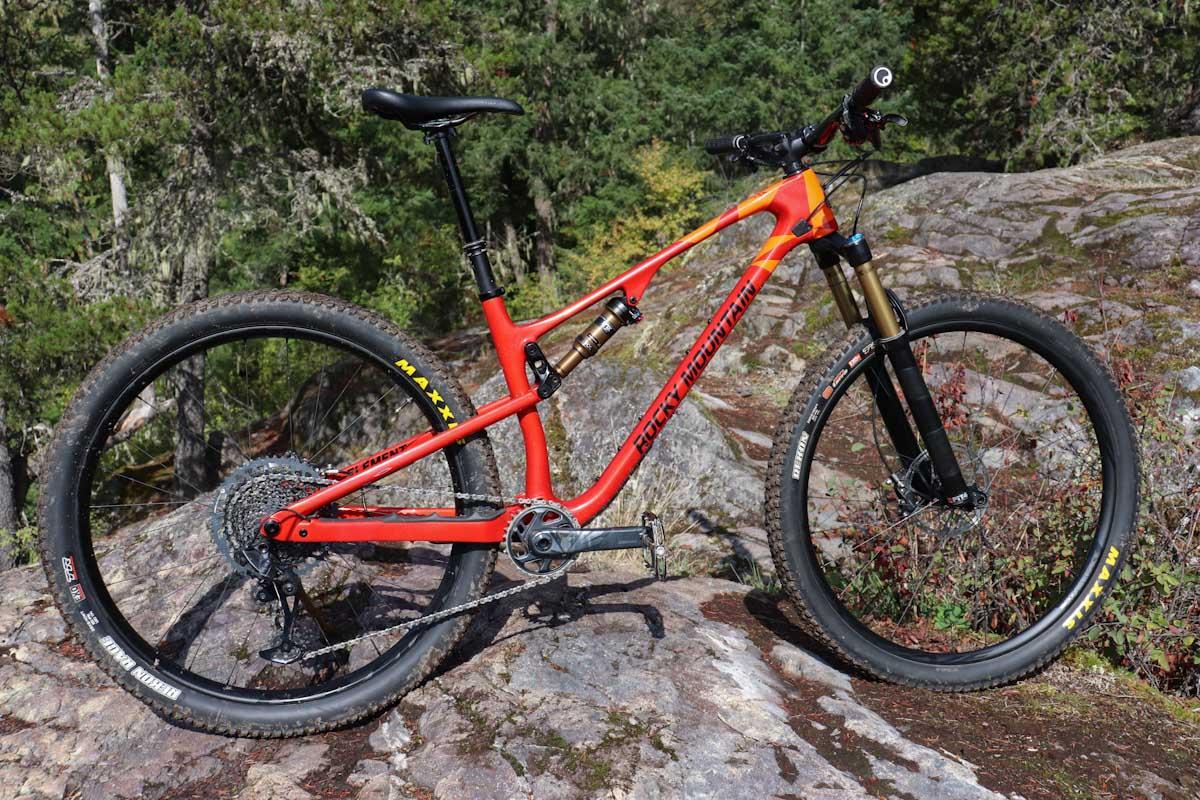 2022 Rocky Mountain Bikes Element, side
