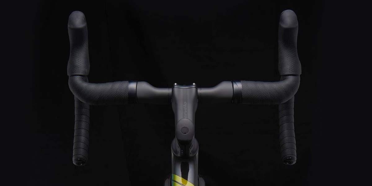 2022 Cervelo R5 Disc lightweight carbon all-rounder classic road bike,cockpit