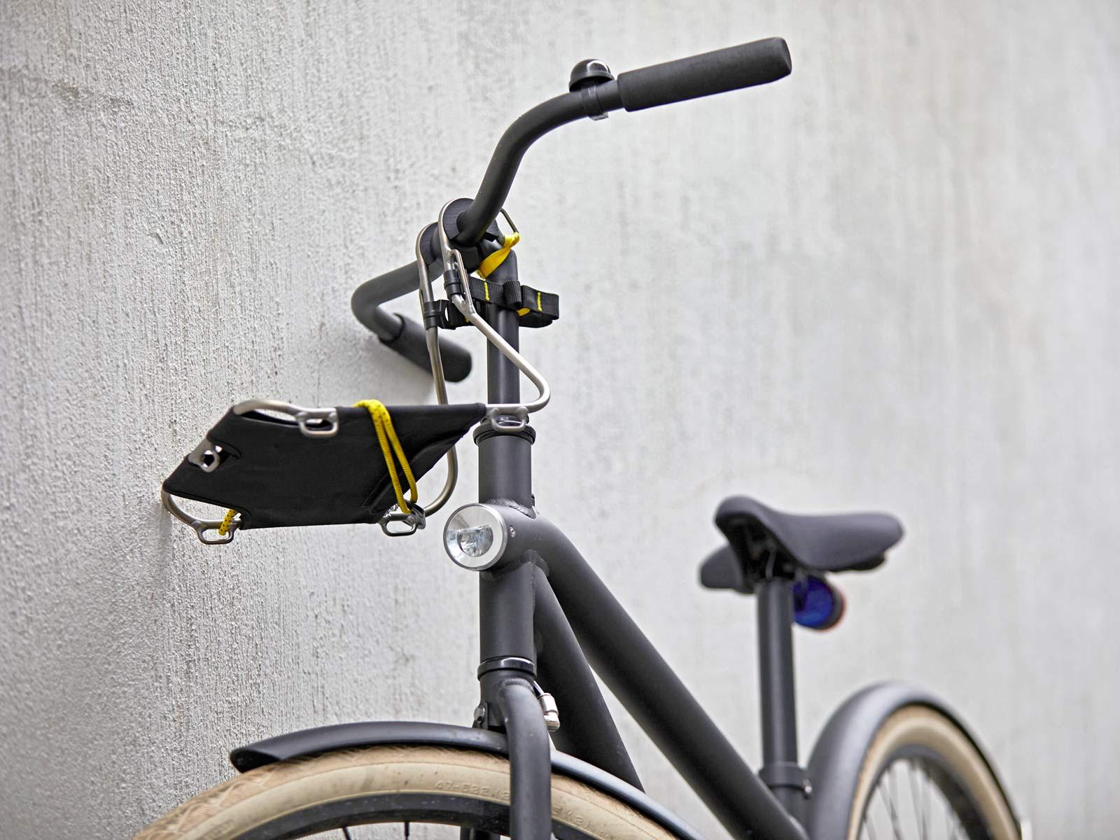 Jack The Bike Rack evrensel uyumlu aletsiz çelik boru kayışlı ön raf, banliyö