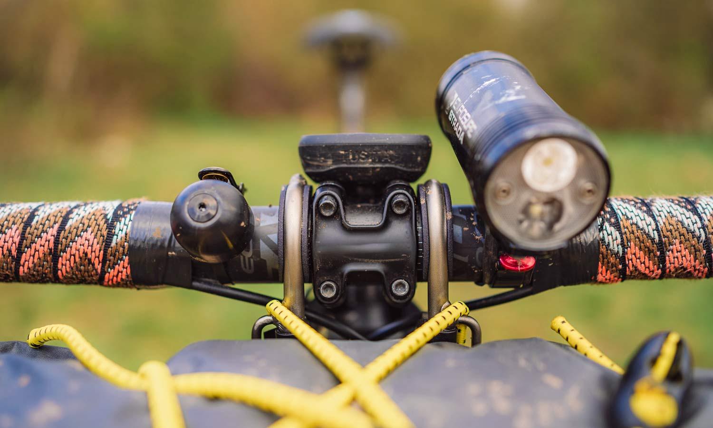 Jack The Bike Rack evrensel uyumlu aletsiz çelik boru kayışlı ön raf, düşük profil