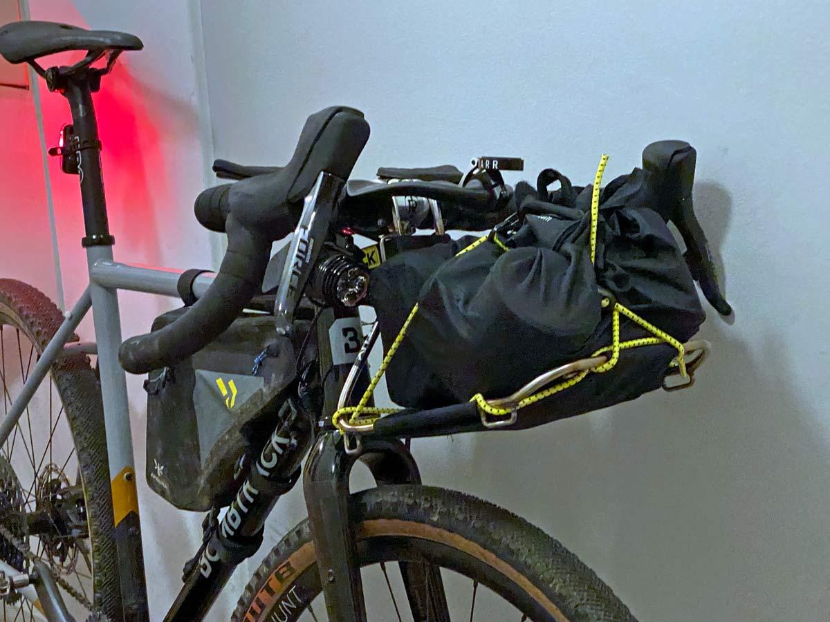 Jack The Bike Rack evrensel uyumlu aletsiz çelik boru kayışlı ön raf, açılı