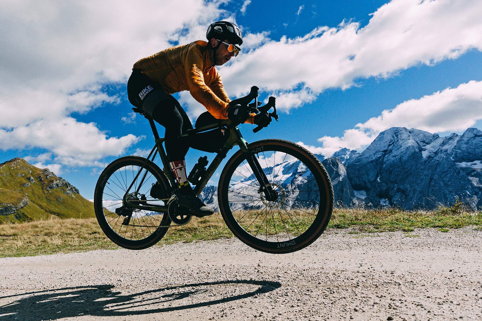 Review: Fast new 2022 Basso Palta II carbon gravel bike review made-in-Italy, photo byFrancesco Bonato, Dolomiti air