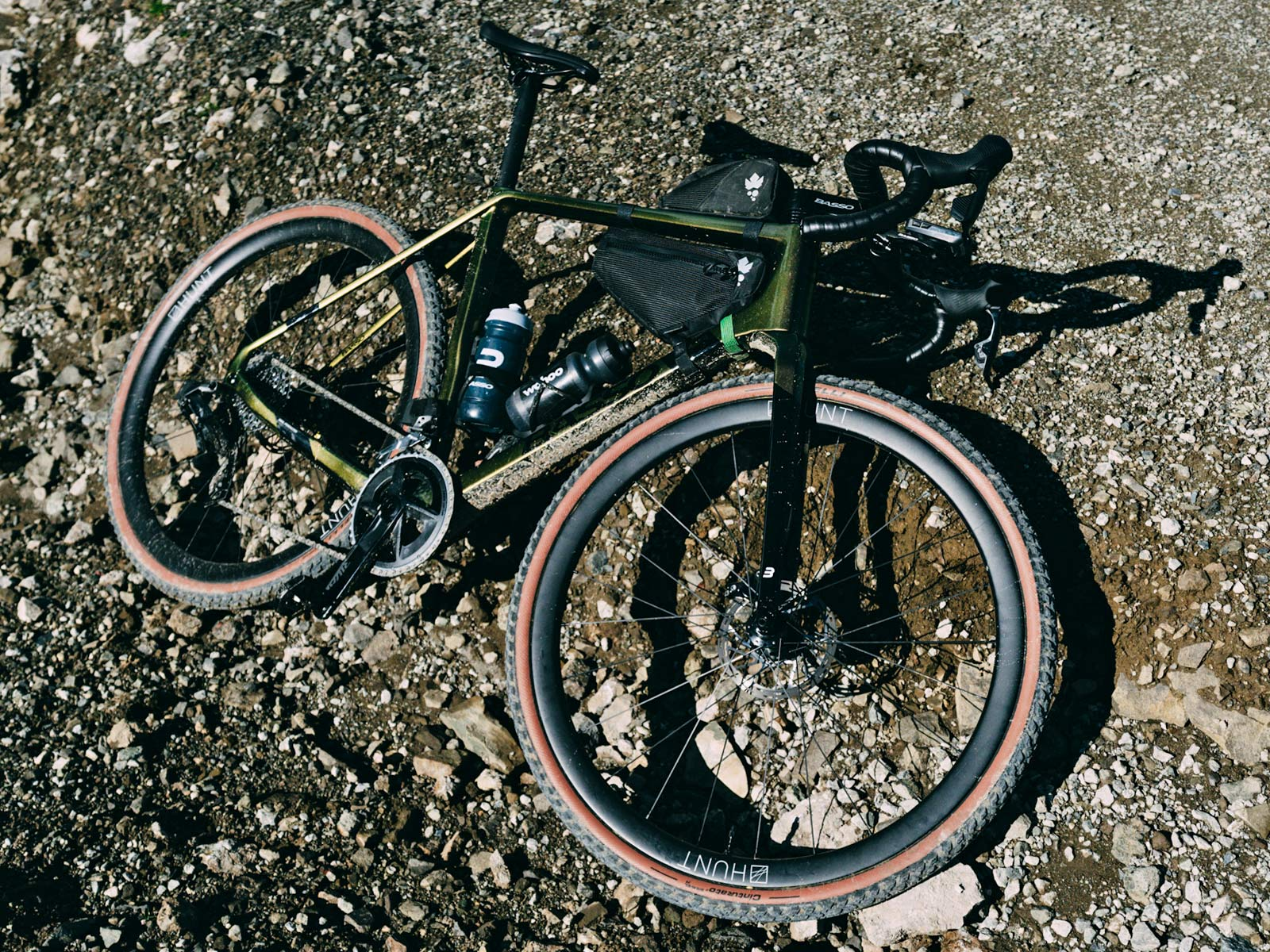 Review: Fast new 2022 Basso Palta II carbon gravel bike review made-in-Italy, photo byFrancesco Bonato, complete