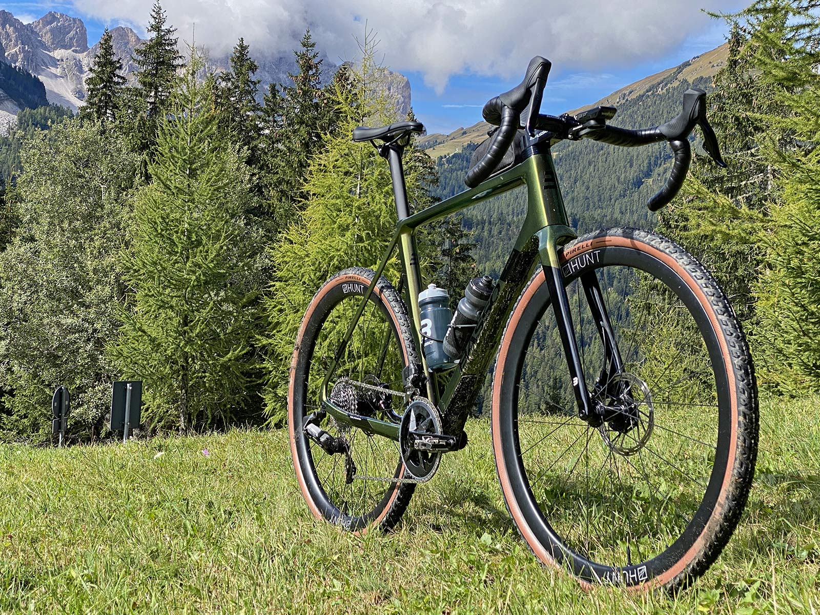 2022 Basso Palta II carbon gravel bike review made-in-Italy, angled