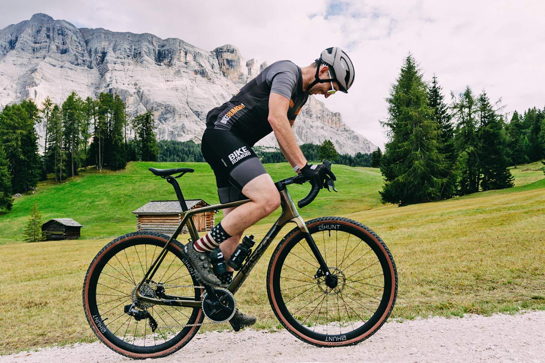 2022 Basso Palta II carbon gravel bike review made-in-Italy, photo by Francesco Bonato,climbing