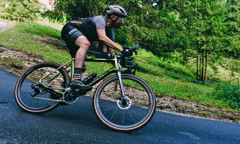 2022 Basso Palta II carbon gravel bike review made-in-Italy, photo by Francesco Bonato,roads