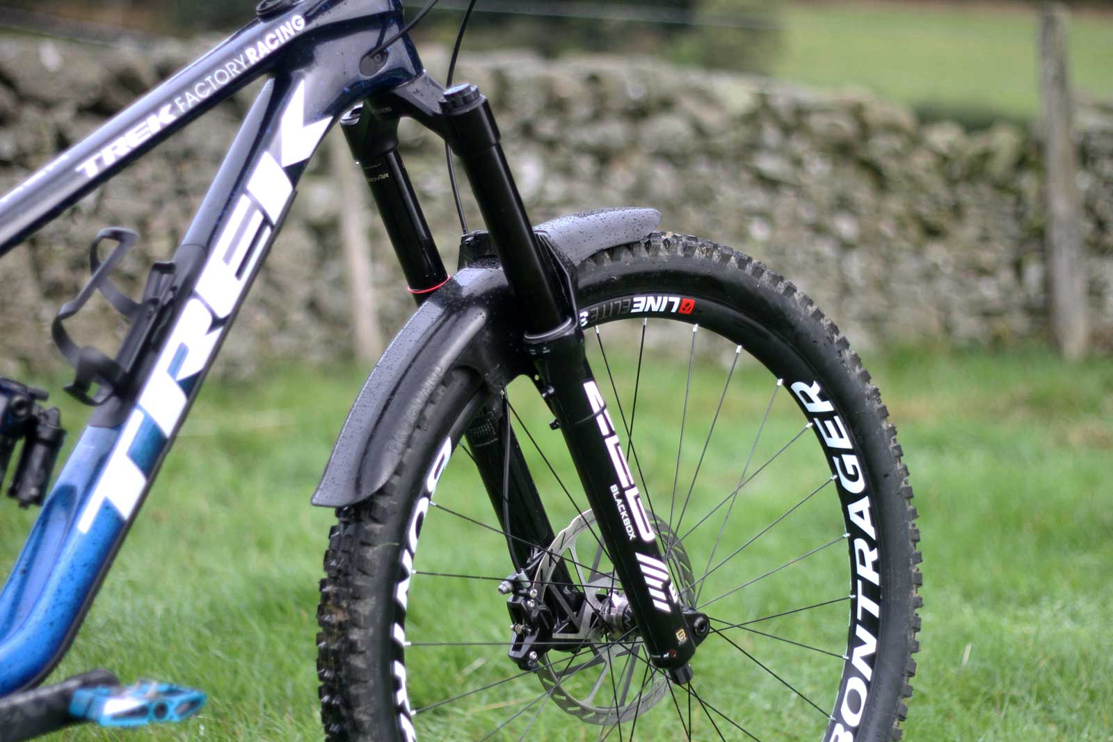 hattie harnden trek slash pro bike check rockshox zeb 2022 blackbox prototype
