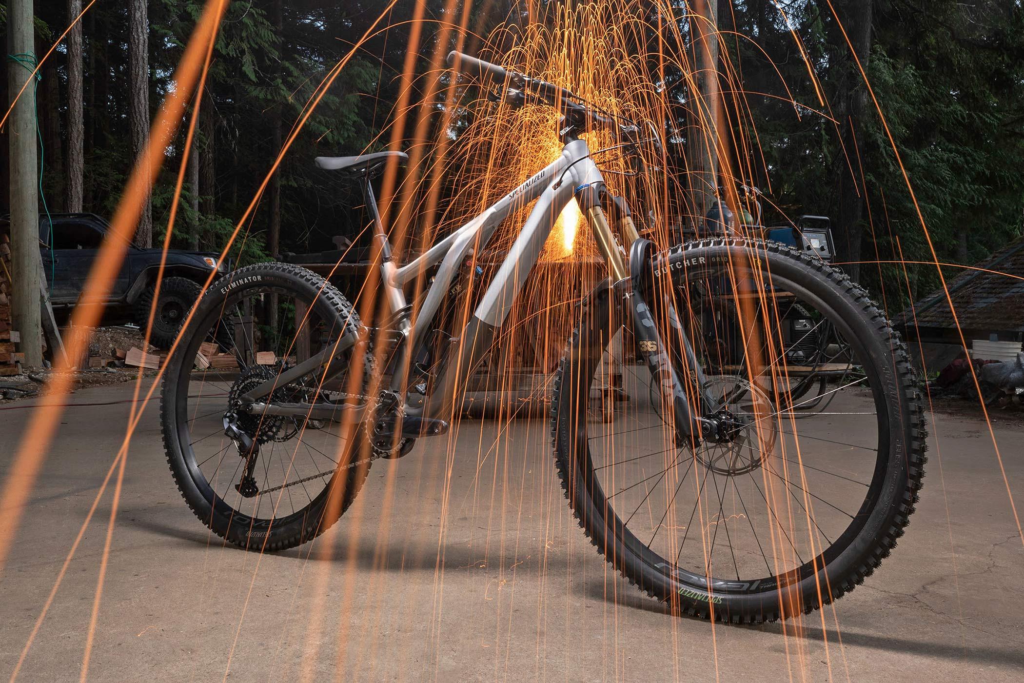 2022 Specialized Stumpjumper EVO Alloy trail bike, sparks