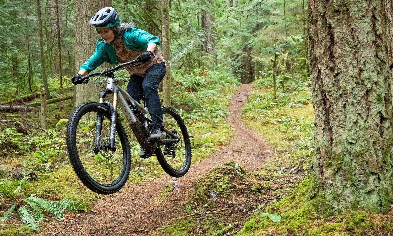 2022 Specialized Stumpjumper EVO Alloy trail bike, riding