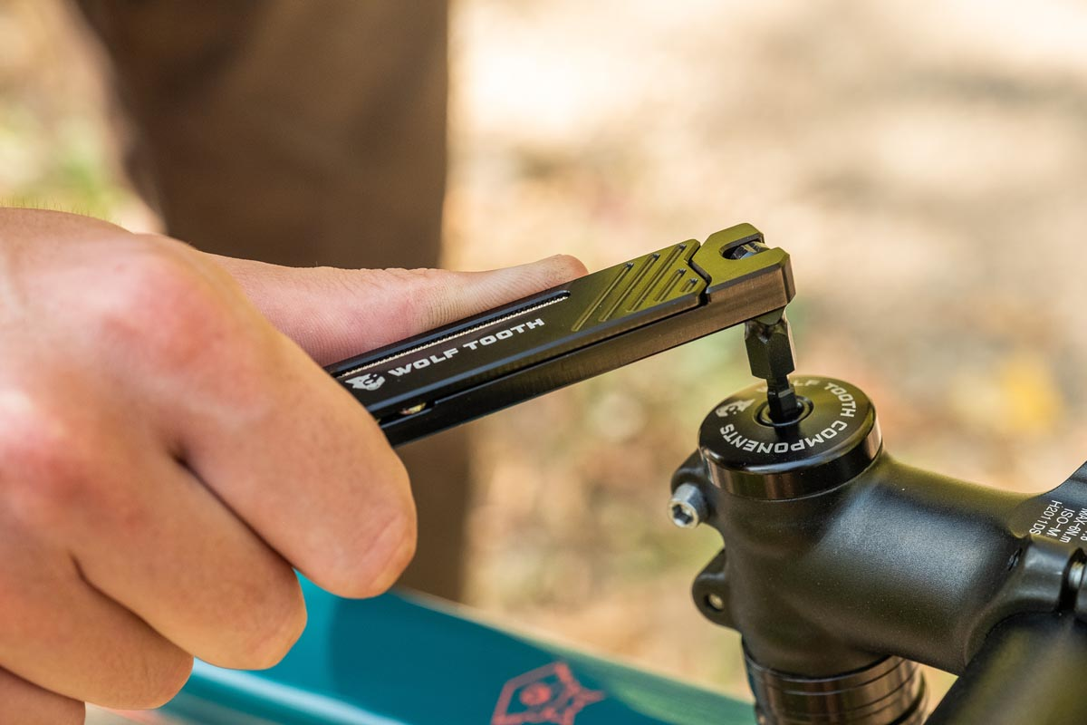 Wolf Tooth Components 8-Bit mutil-tool System headset adjustment
