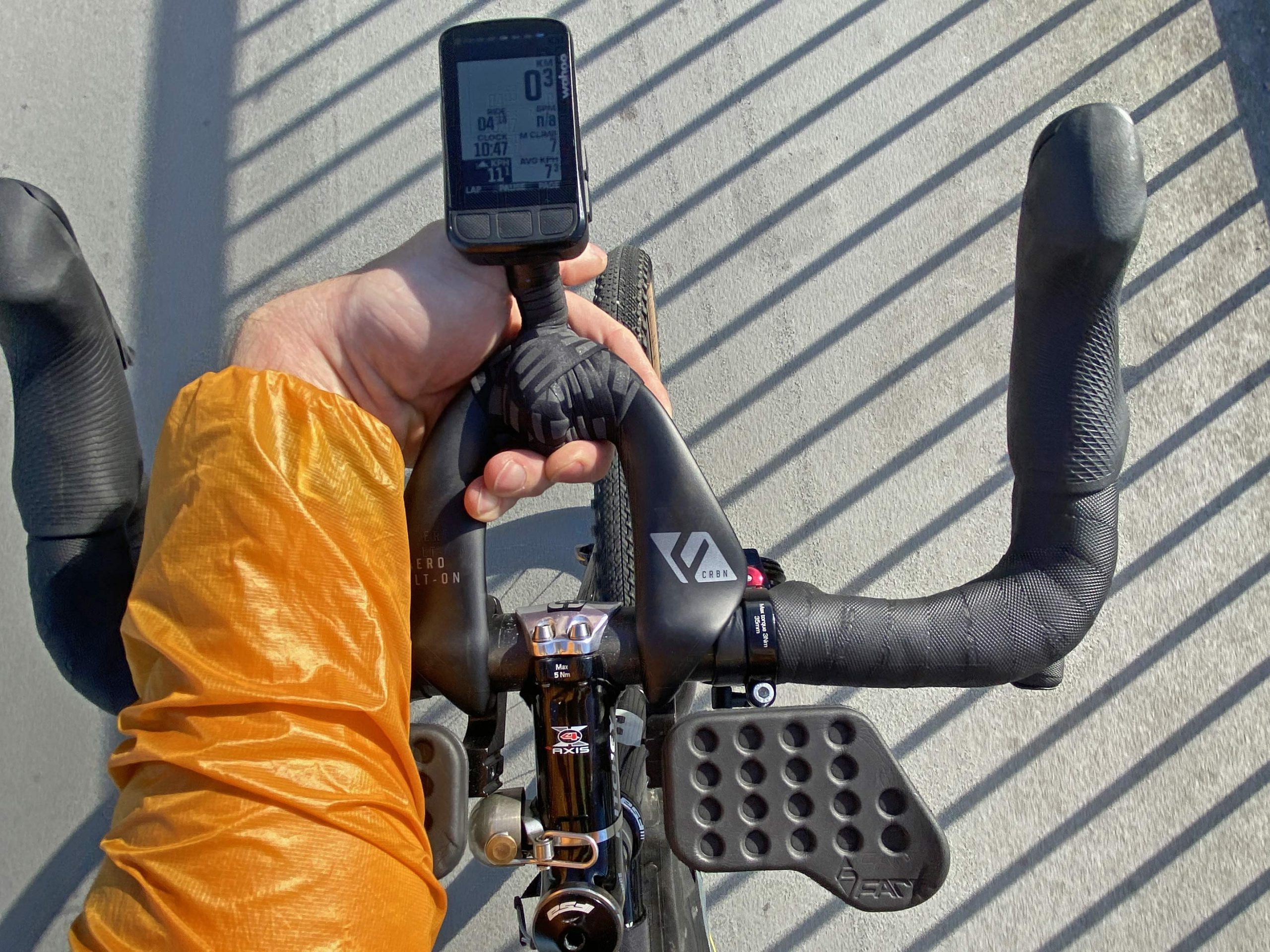 Review: Farr Arm Rests provide light, customizable Carbon Aero Bolt-On position support thumbnail