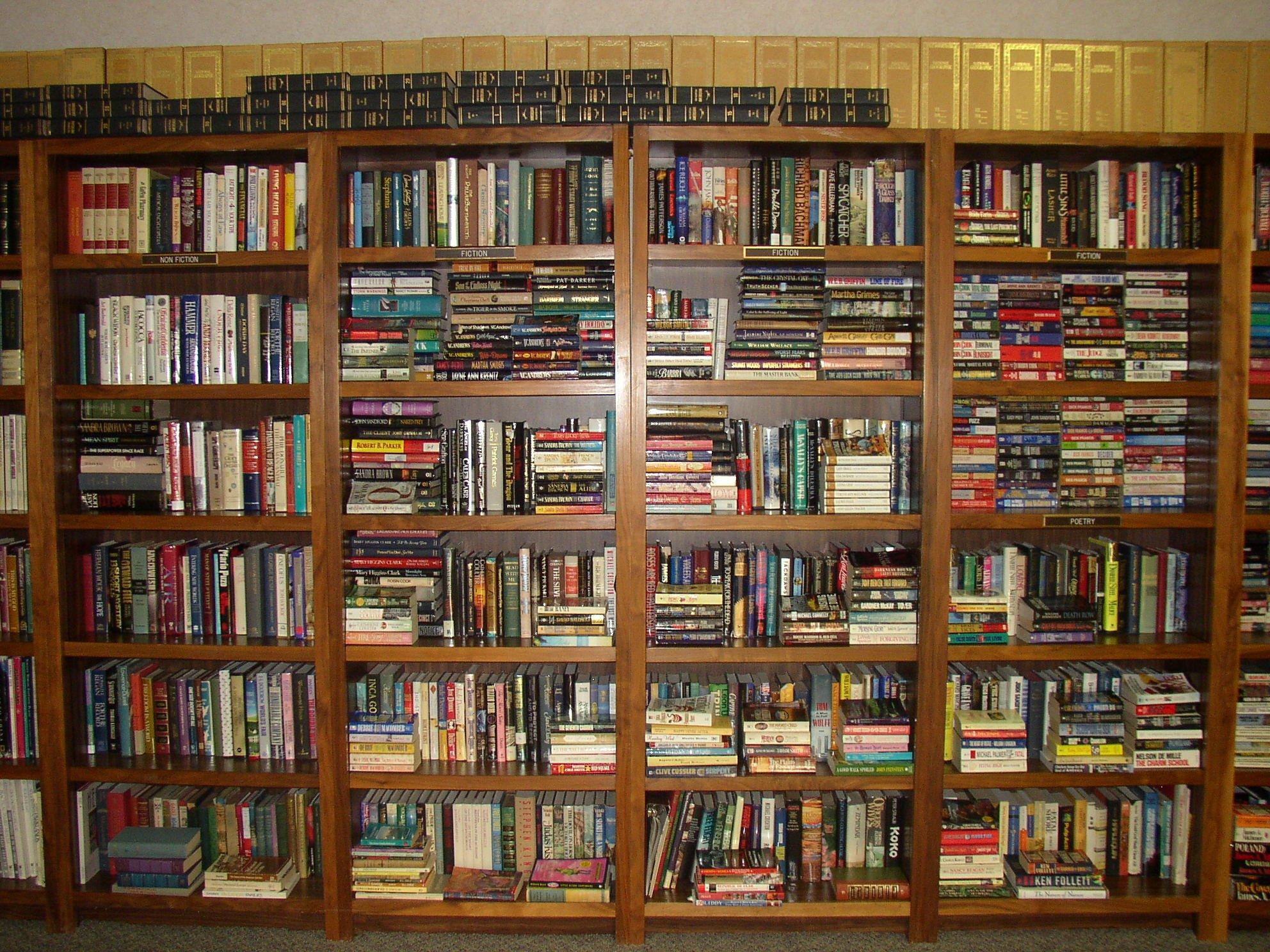 Открытка библиоткарю с поздравлением в день библиотек.