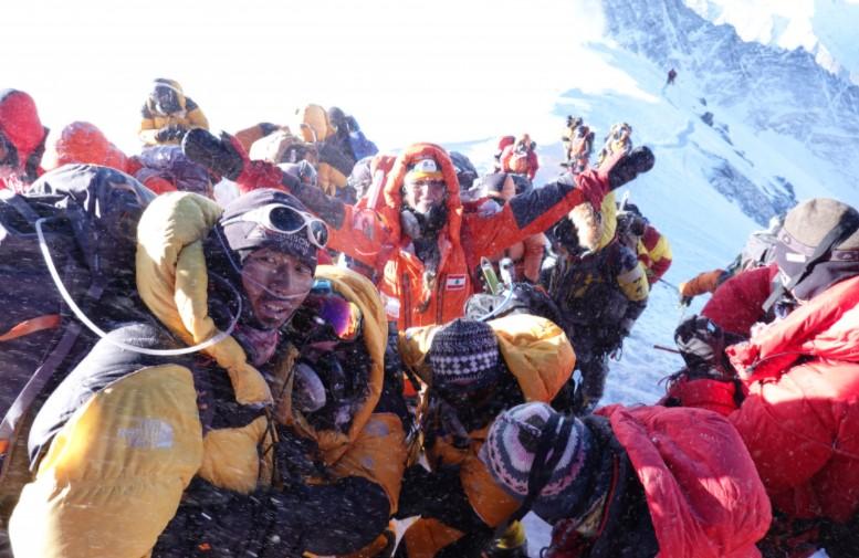 Mount Everest summit crowd in 2019