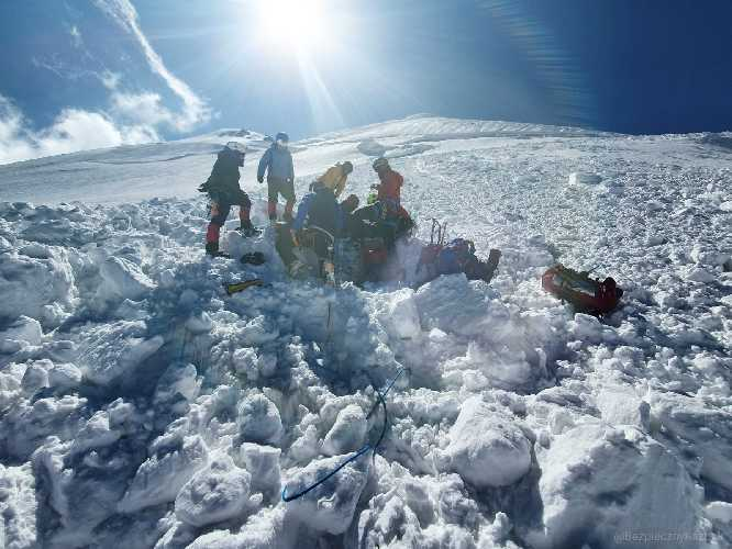 avalanche on mount kazbek