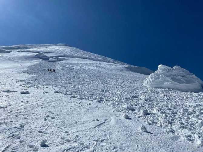 avalanche on kazbek