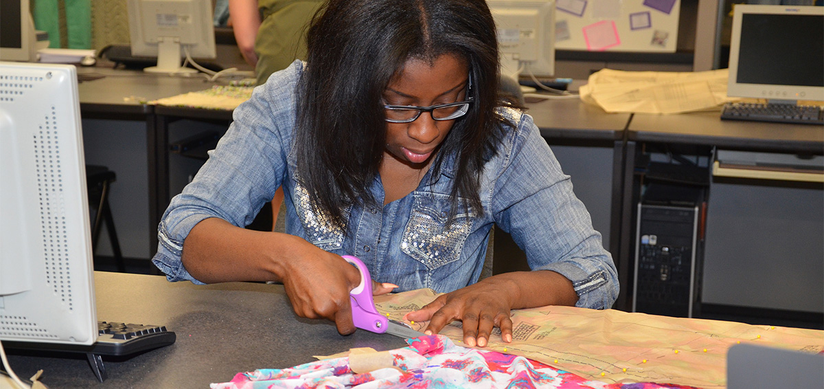 ECC fashion student cutting material