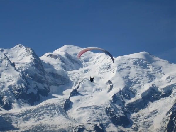 Monsieur le parapente, Le Mont Blanc behind