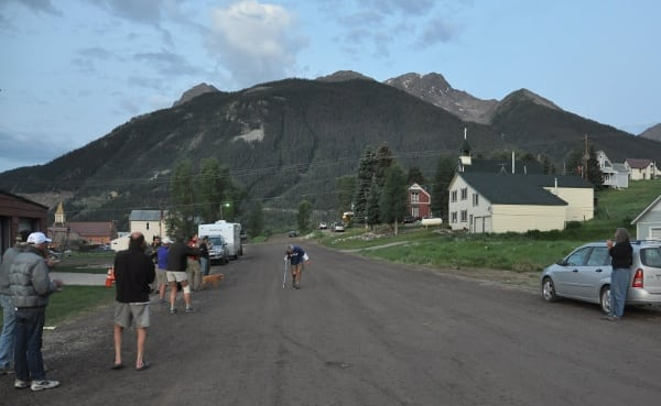 John DeWalt finishing the 2009 Hardrock 100 with 13 minutes to spare