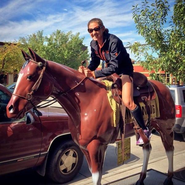 Larisa Dannis - horsing