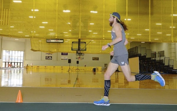 Michael Wardian setting the 50k indoor track world record