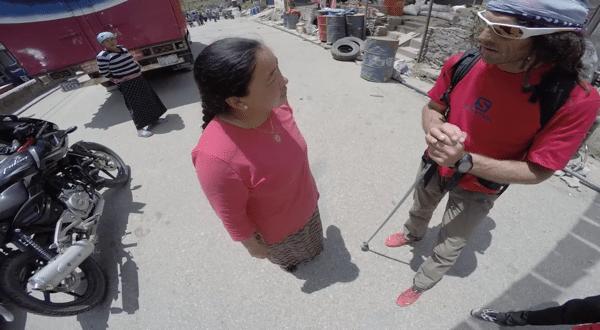 Local asking Jordi Tosas for help locating family member - Spanish translation