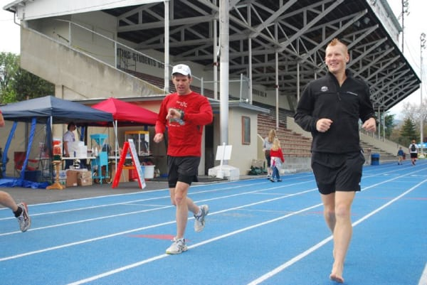 John Leuthold paces Todd Ragsdale for barefoot record