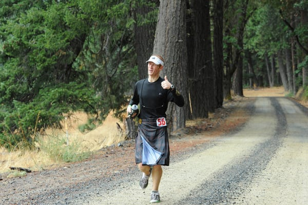 Todd Ragsdale running at the Pine 2 Palm 100